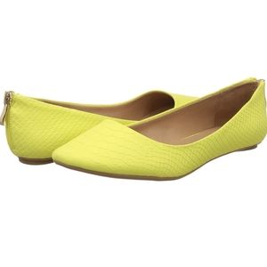 ❤️Yellow Flats with Faux Back Zip SZ 7.5